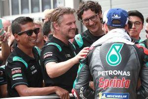 Разлан Разали, Йохан Стигефельт и гонщик Petronas Yamaha SRT Фабио Куартараро