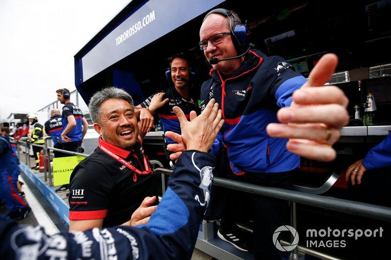 El jefe de Honda celebraba con Toro Rosso el podio del ruso
