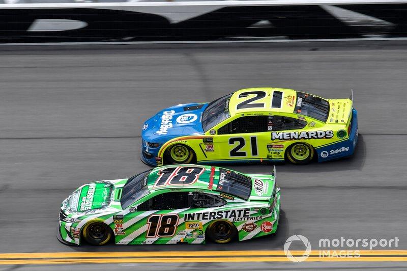 Kyle Busch, Joe Gibbs Racing, Toyota Camry Interstate Batteries, Paul Menard, Wood Brothers Racing, Ford Mustang Menards / Dutch Boy