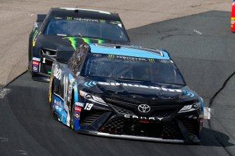 Martin Truex Jr., Joe Gibbs Racing, Toyota Camry Sirius XM, Kurt Busch, Chip Ganassi Racing, Chevrolet Camaro Monster Energy