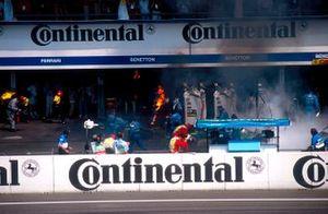 Incendio durante il pit stop di Jos Verstappen, Benetton B194 Ford
