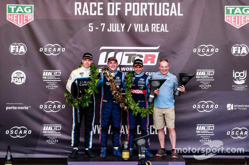Podium: Race winner Norbert Michelisz, BRC Hyundai N Squadra Corse Hyundai i30 N TCR, second place Yann Ehrlacher, Cyan Performance Lynk & Co 03 TCR, third place Augusto Farfus, BRC Hyundai N LUKOIL Racing Team Hyundai i30 N TCR