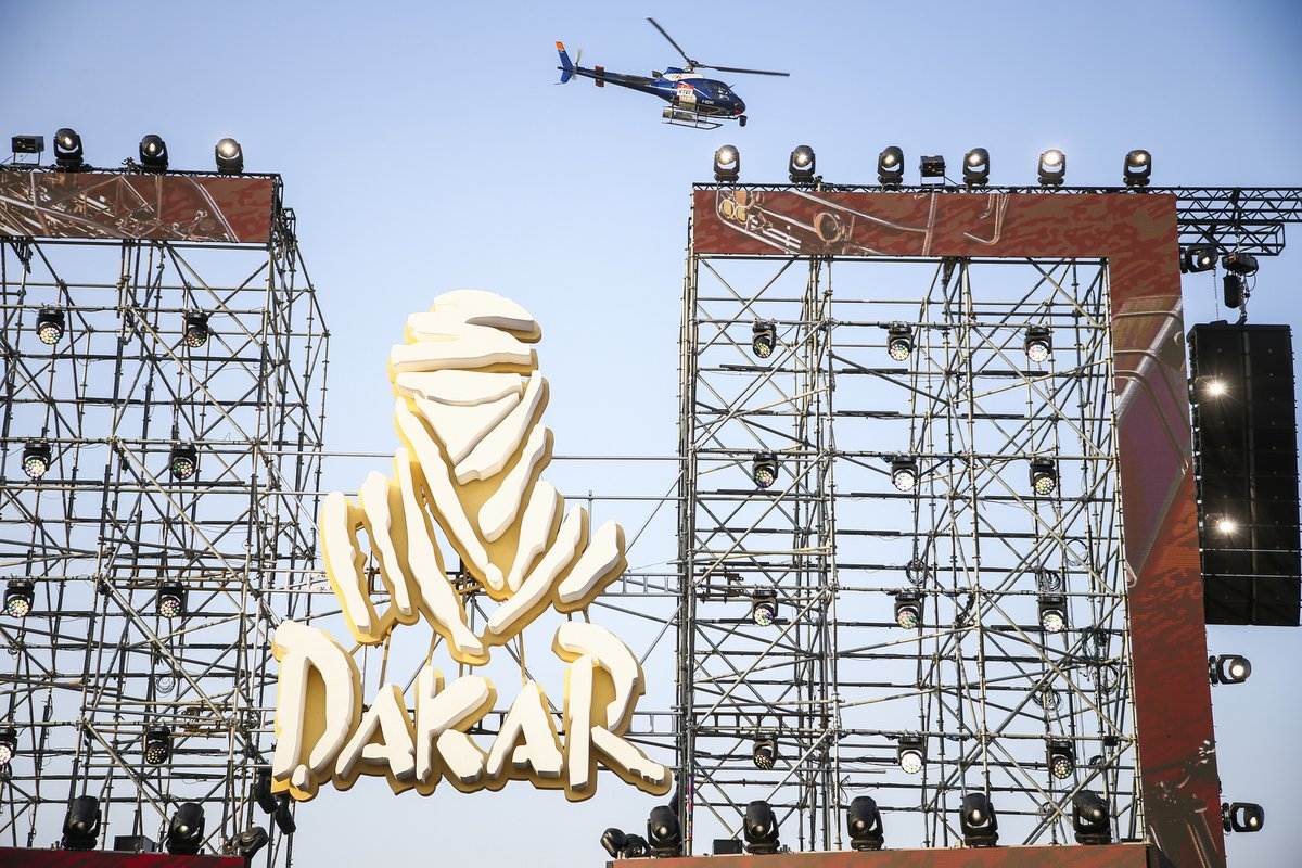 Ilustración durante el prólogo del Dakar 2021 y la ceremonia del podio de salida