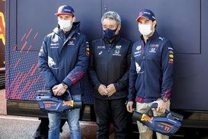 Max Verstappen, Red Bull Racing, Masashi Yamamoto, General Manager, Honda Motorsport en Sergio Perez, Red Bull Racing