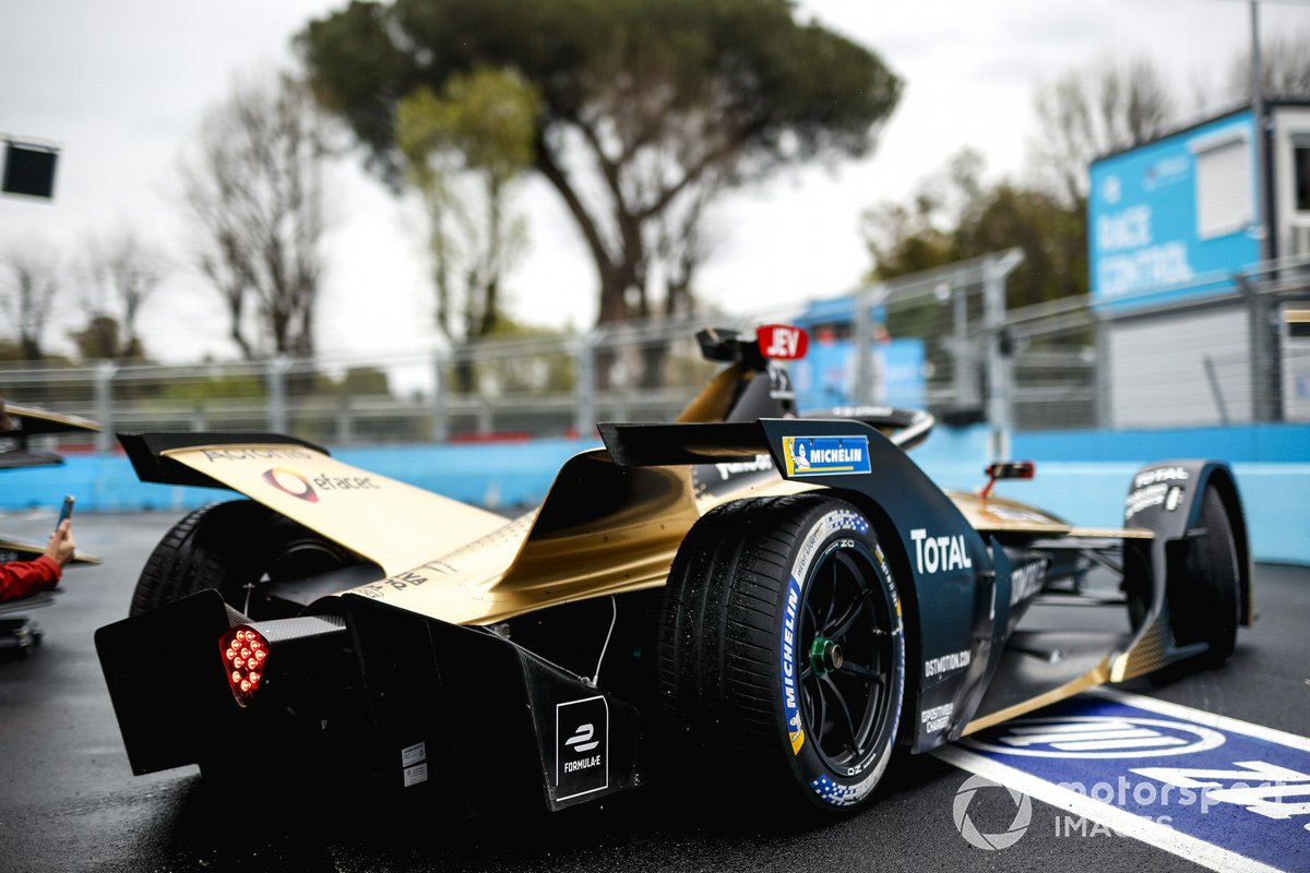 Jean-Eric Vergne, DS Techeetah, DS E-Tense FE21, leaves the garage
