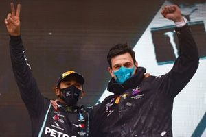 Lewis Hamilton, Mercedes-AMG F1, 1st position, and Toto Wolff, Executive Director (Business), Mercedes AMG, celebrate on the podium