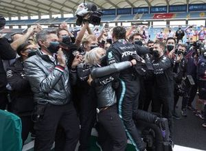 Lewis Hamilton, Mercedes-AMG F1, celebrates with histeam after winning the race and securing his 7th championship