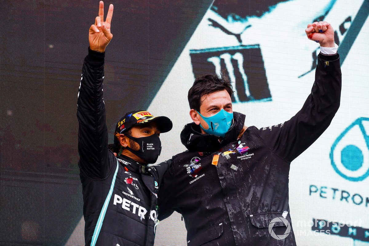 Race Winner Lewis Hamilton, Mercedes-AMG F1 and Toto Wolff, Executive Director (Business), Mercedes AMG celebrate on the podium