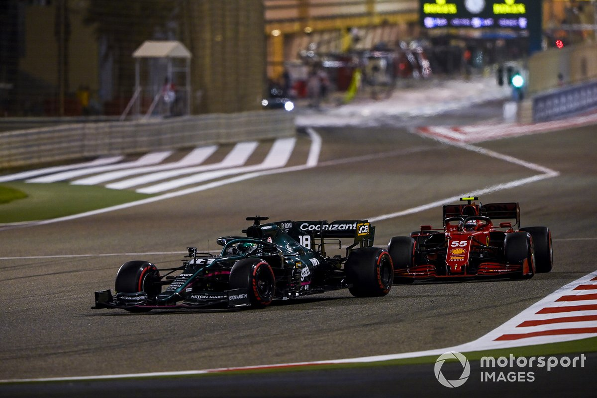 Lance Stroll, Aston Martin AMR21, Carlos Sainz Jr., Ferrari SF21