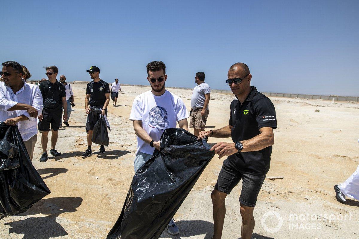 Stephane Sarrazin, Veloce Racing, limpian la playa