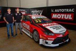 Nelson Piquet et Nelson Piquet Jr. présentent la livrée de leur Toyota Corolla