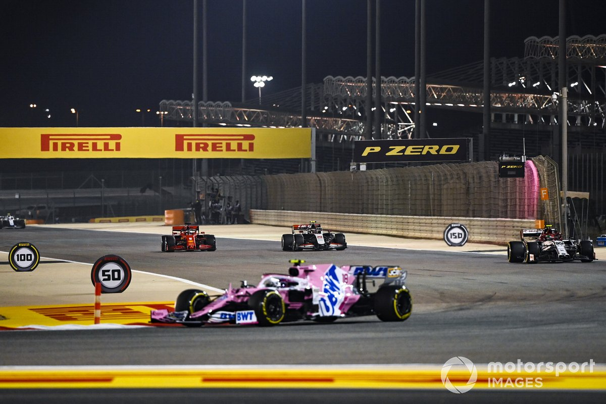 Lance Stroll, Racing Point RP20, Antonio Giovinazzi, Alfa Romeo Racing C39, Kevin Magnussen, Haas VF-20, e Sebastian Vettel, Ferrari SF1000