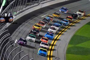 Start zum Busch Clash 2021 auf dem Daytona-Rundkurs: Ryan Blaney, Team Penske, Ford Mustang Menards/Great Lakes Flooring, führt