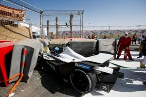 Crash: Edoardo Mortara, Venturi, Silver Arrow 02