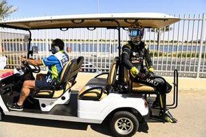 Daniel Ricciardo, Renault F1, gets a lift