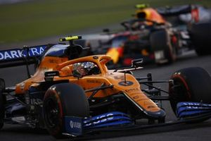 Lando Norris, McLaren MCL35, Alex Albon, Red Bull Racing RB16