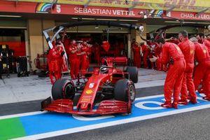 Sebastian Vettel, Ferrari SF1000, heads to the grid as his mechanics applaud