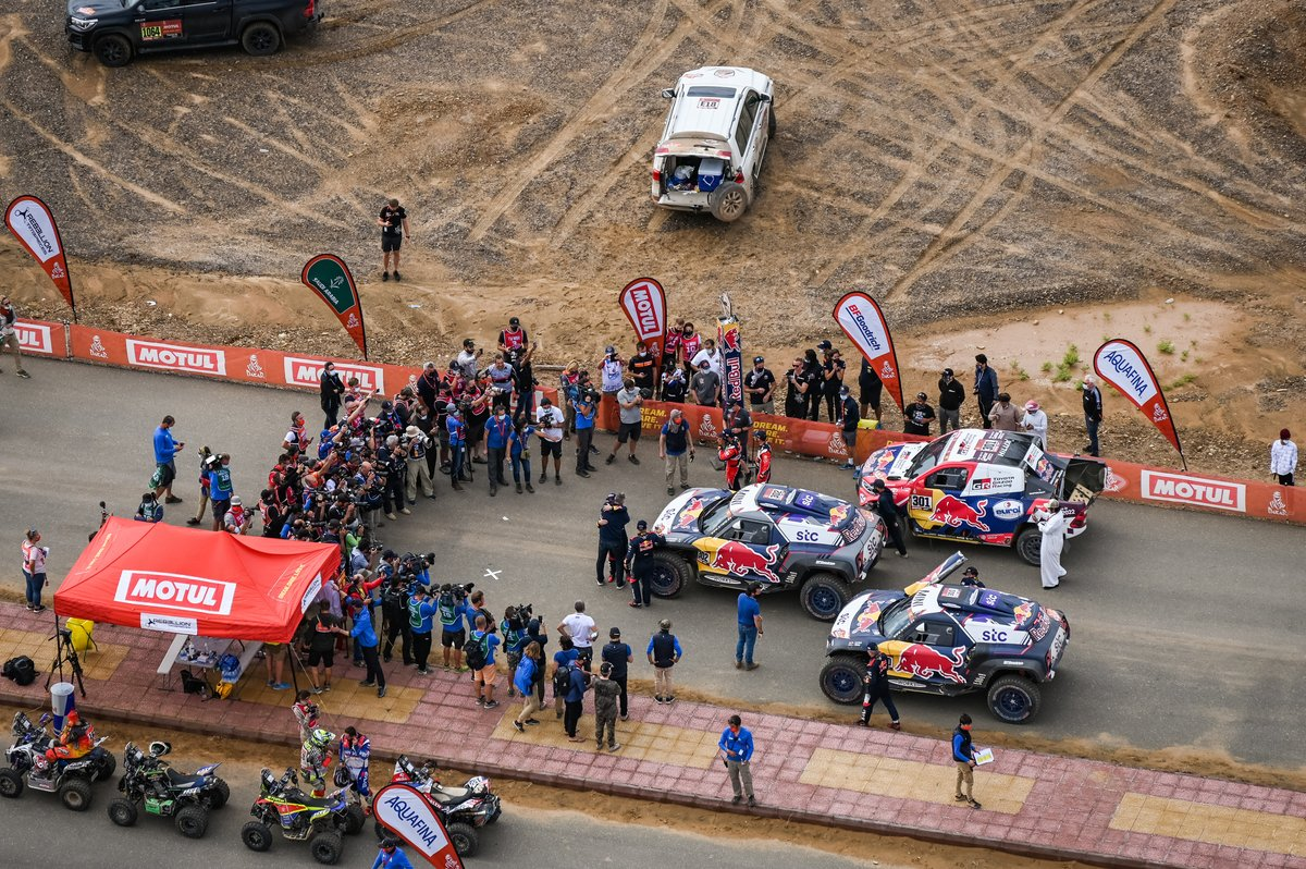 #300 X-Raid Mini JCW Team: Carlos Sainz, Lucas Cruz, #302 X-Raid Mini JCW Team: Stéphane Peterhansel, Edouard Boulanger, #301 Toyota Gazoo Racing: Nasser Al-Attiyah, Matthieu Baumel