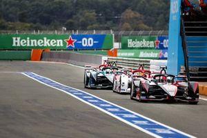 Sebastien Buemi, Nissan e.dams, Nissan IMO2, Sergio Sette Camara, Dragon Penske Autosport, Penske EV-5, Oliver Turvey, NIO 333, NIO 333 001 in the pit lane