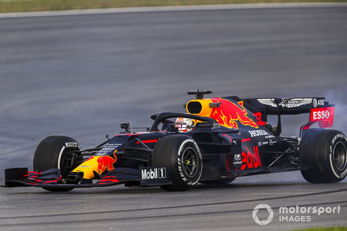 Max Verstappen, Red Bull Racing RB16, spin atıyor