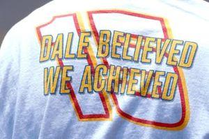 Un aficionado rinde homenaje a Dale Earnhardt