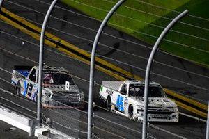 Johnny Sauter, ThorSport Racing, Toyota Tundra Vivitar/RealTree and Brett Moffitt, Niece Motorsports, Chevrolet Silverado