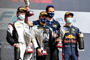Dan Ticktum, Carlin, Race Winner Guanyu Zhou, Uni-Virtuosi Racing and Liam Lawson, Hitech Grand Prix celebrate on the podium with the trophy and the champagne