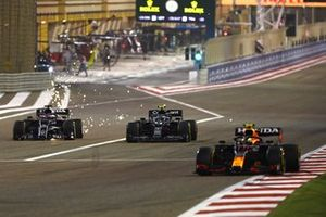 Sergio Perez, Red Bull Racing RB16B leads, as Sebastian Vettel, Aston Martin AMR21, battles with Yuki Tsunoda, AlphaTauri AT02