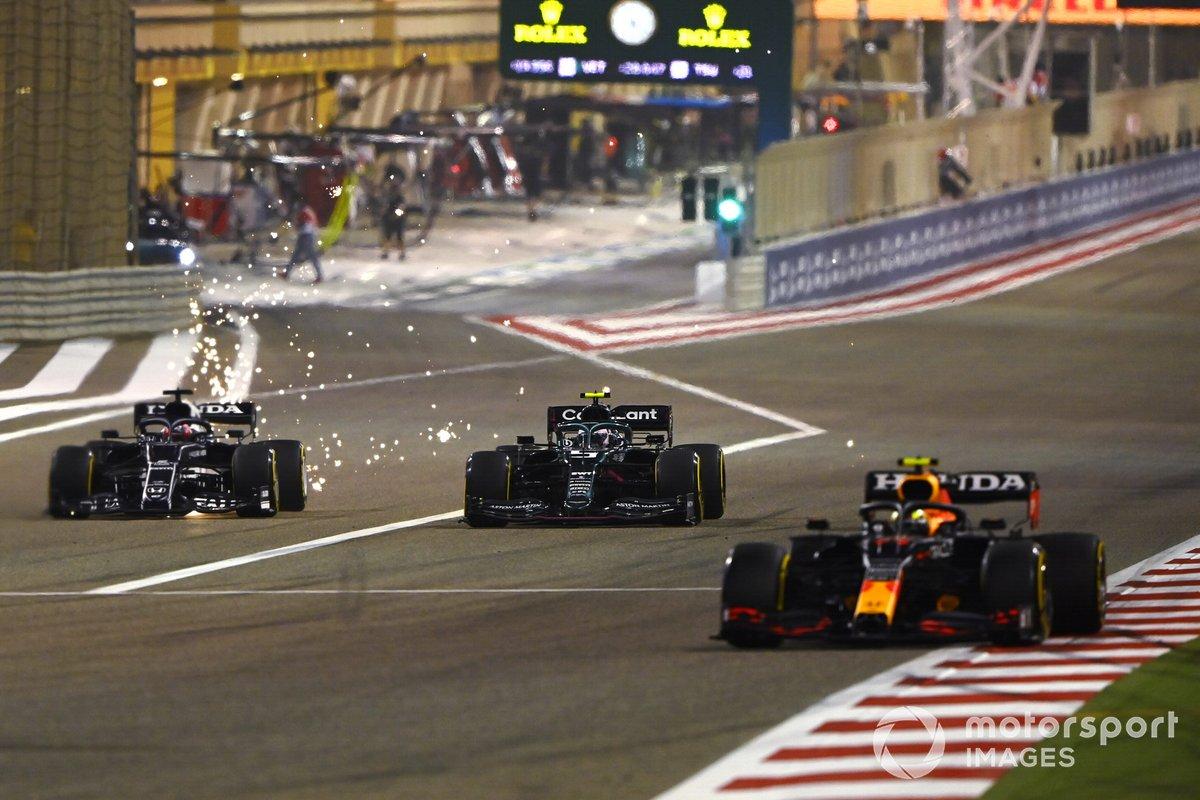 Sergio Pérez, Red Bull Racing RB16B, Sebastian Vettel, Aston Martin AMR21, Yuki Tsunoda, AlphaTauri AT02