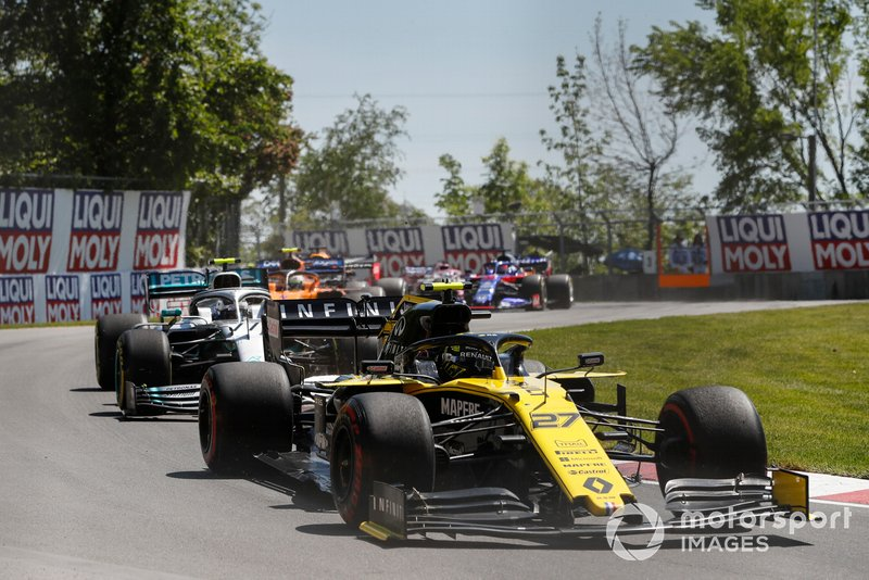 Nico Hulkenberg, Renault F1 Team R.S. 19, Valtteri Bottas, Mercedes AMG W10