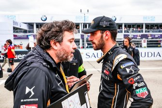 Jean-Eric Vergne, DS TECHEETAH, with an engineer on the grid