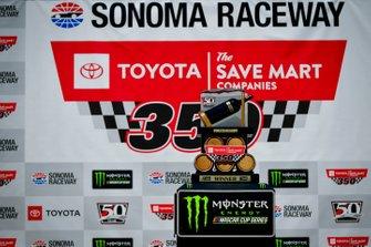 Siegertrophäe: Toyota/Save Mart 350 in Sonoma