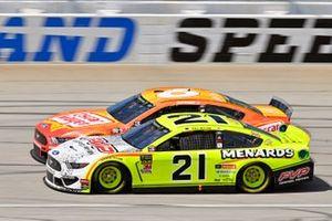 Paul Menard, Wood Brothers Racing, Ford Mustang Menards / FVP and Ryan Newman, Roush Fenway Racing, Ford Mustang Oscar Mayer Hot Dogs