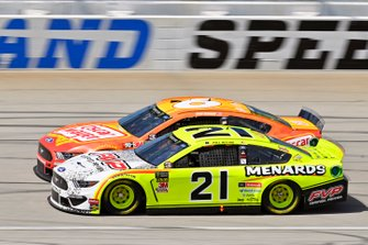 Paul Menard, Wood Brothers Racing, Ford Mustang Menards / FVP and Ryan Newman, Roush Fenway Racing, Ford Mustang Oscar Mayer Hot Dogs