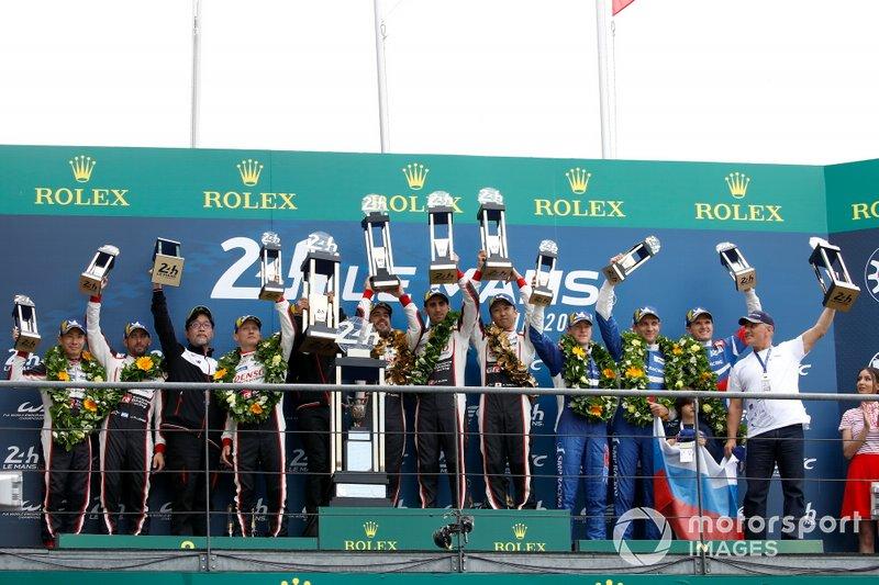Podium: Zwycięzcy #8 Toyota Gazoo Racing Toyota TS050: Sébastien Buemi, Kazuki Nakajima, Fernando Alonso,drugie miejsce #7 Toyota Gazoo Racing Toyota TS050: Mike Conway, Kamui Kobayashi, Jose Maria Lopez, trzecie miejsce #11 SMP Racing BR Engineering BR1: Mikhail Aleshin, Vitaly Petrov, Stoffel Vandoorne