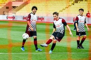 Carlos Sainz Jr., Pierre Gasly and Nyck de Vries play football