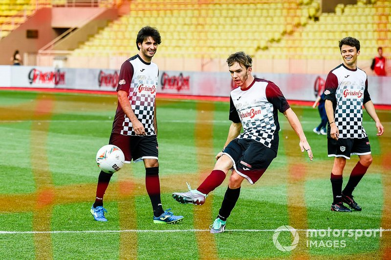 Carlos Sainz Jr., Pierre Gasly and Nyck de Vries play football