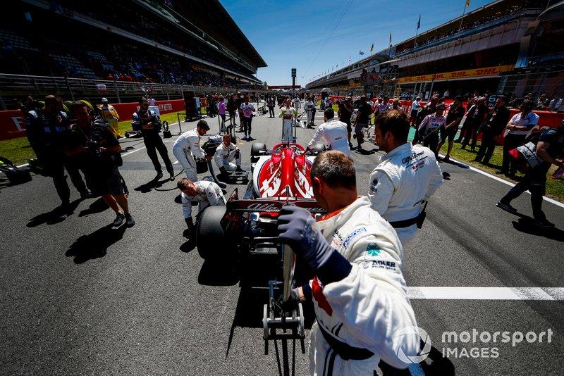 Kimi Raikkonen, Alfa Romeo Racing C38 sur la grille