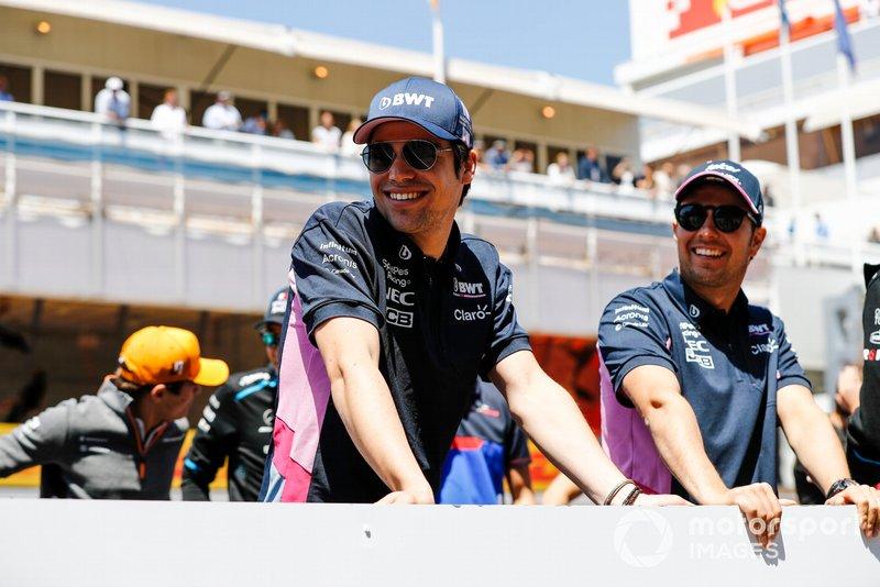 Lance Stroll, Racing Point, y Sergio Pérez, Racing Point, en el desfile de pilotos