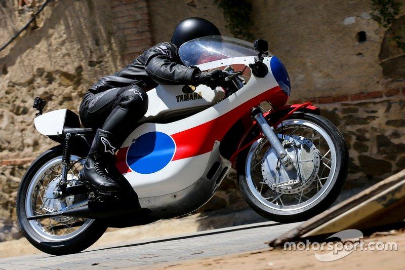Maverick Viñales su una Yamaha 1975 TZ 350