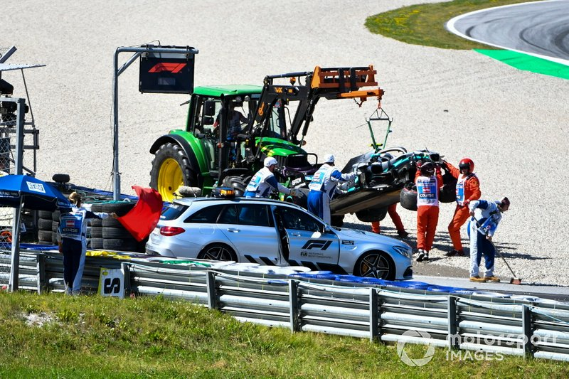 The Medical Car collects Valtteri Bottas, Mercedes AMG F1, after his crash at turn 6