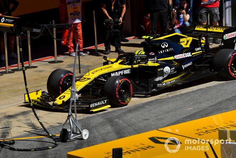 Nico Hulkenberg, Renault R.S. 19, in pit lane