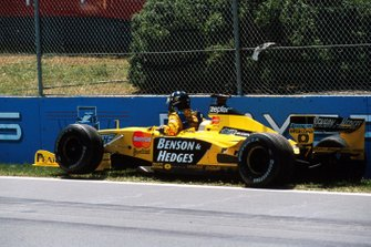 Crash: Damon Hill, Jordan 199