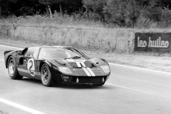 #2 Shelby American Inc. Ford Mk II: Bruce McLaren, Chris Amon