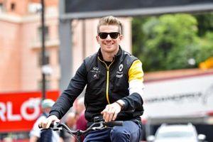 Nico Hulkenberg, Renault F1 Team su una bici