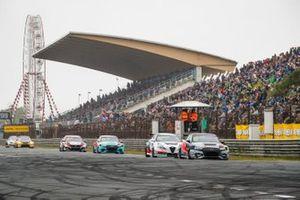 Фредерик Вервиш, Audi Sport Team Comtoyou, Audi RS3 LMS TCR, и Кевин Чеккон, Team Mulsanne, Alfa Romeo Giulietta Veloce TCR