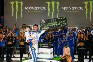 All-Star Race Winner Kyle Larson, Chip Ganassi Racing, Chevrolet Camaro Advent Health and son Owen in victory lane with $1 Million check
