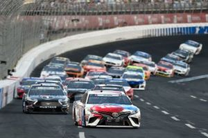 Kyle Busch, Joe Gibbs Racing, Toyota Camry M&M's Red, White & Blue, Kevin Harvick, Stewart-Haas Racing, Ford Mustang Mobil 1