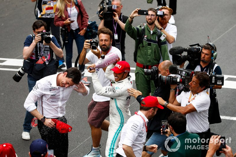 Lewis Hamilton, Mercedes AMG F1, 1st position, celebrates with Toto Wolff, Executive Director (Business), Mercedes AMG