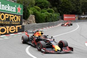 Pierre Gasly, Red Bull Racing RB15, Sebastian Vettel, Ferrari SF90